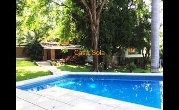 Residencia con amplio jardín en Xochitepec